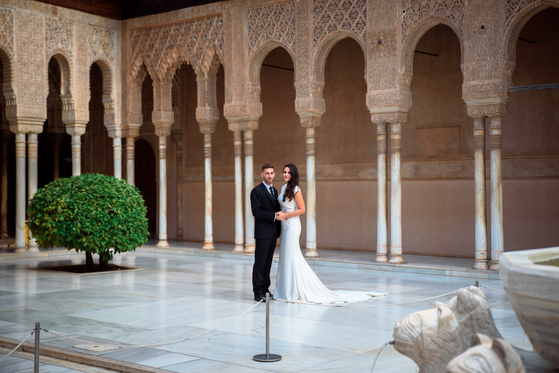 Court of the lions, Nice Wedding in Alhambra
