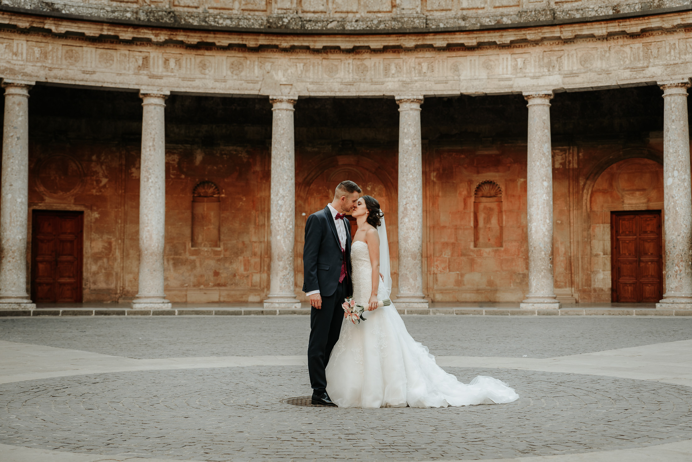 Wedding in Alhambra, Couple at the Palace of Charles V