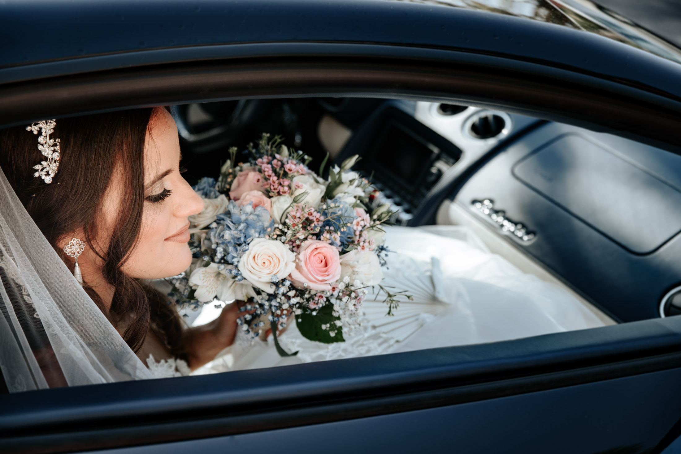 Novia en el coche