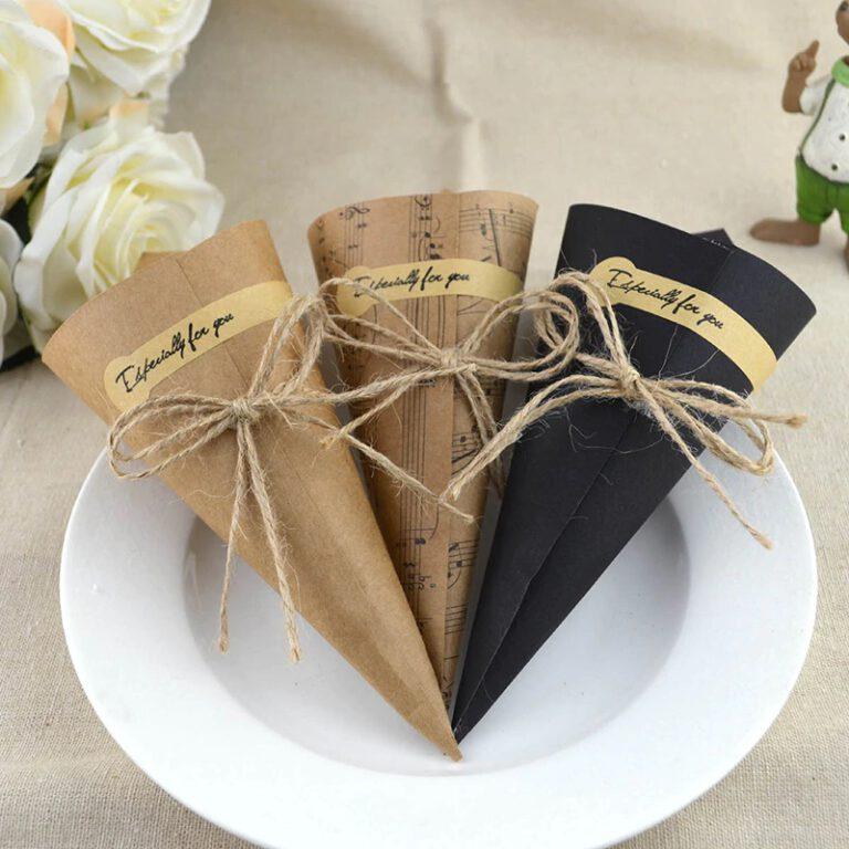 Conos de papel para el arroz de boda